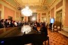 Convidados assistem a atuação de ópera